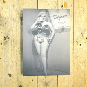 Exclusive - H. Upmann Girl Canvas
